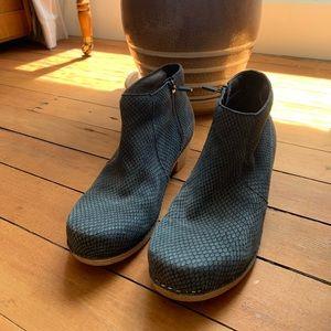 Dansko Maria blue ankle boots. Size 8/euro 38